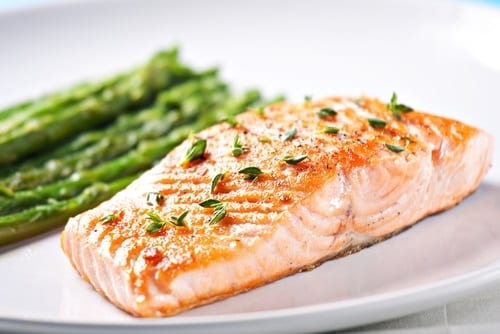 Perfectly cooked salmon with asparagus