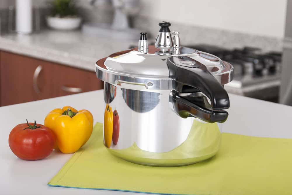 how to clean aluminum pressure cooker