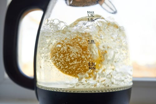 The process of descaling an electric kettle using lemon