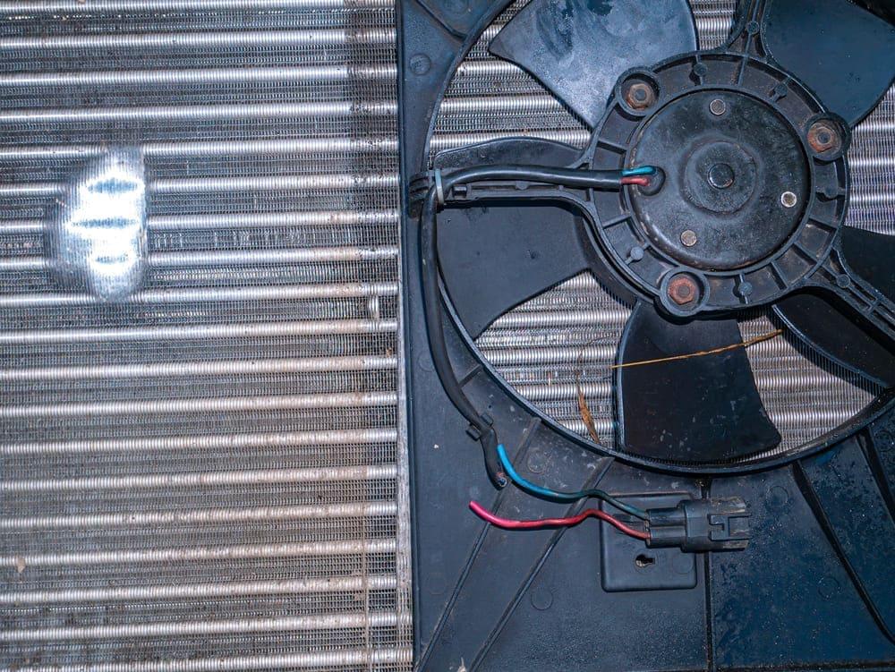 does the evaporator fan always run