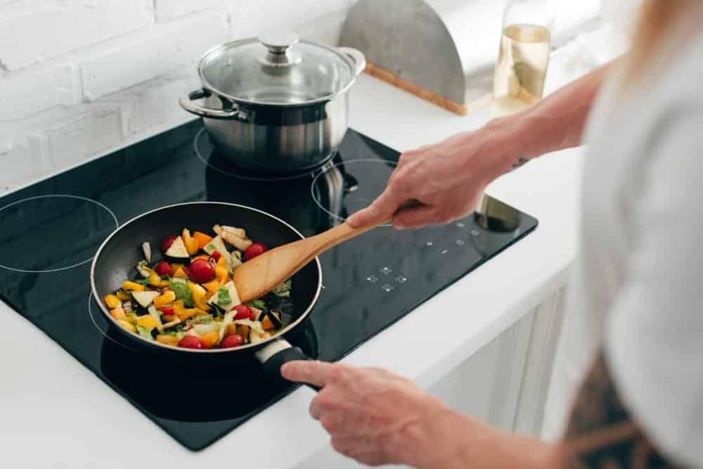 chef's pan vs saute pan